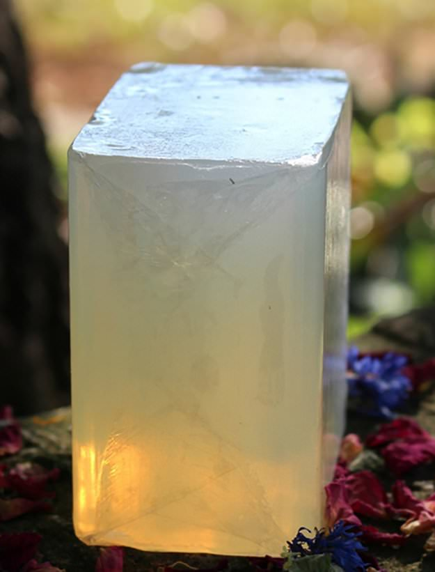 Want to know how to make soap? Just for fun! Not only this, it'll also give you peace of mind that there are no harmful chemicals in it. See these 23 recipes to make soap from home.