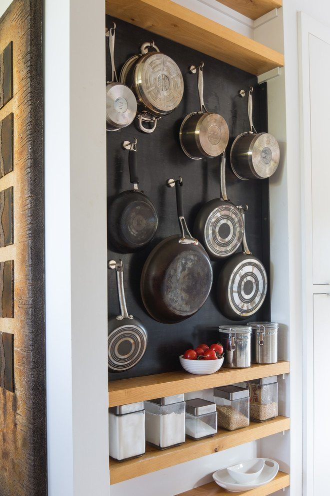 Having a small kitchen doesn't mean it needs to be cluttered and congested. With these 7 food storage solutions you can avoid this!