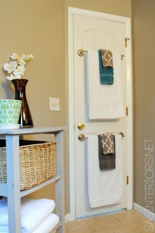 5-use-the-back-of-a-bathroom-door-to-hang-towels-29-sneaky-tips-for-small-space-living-2